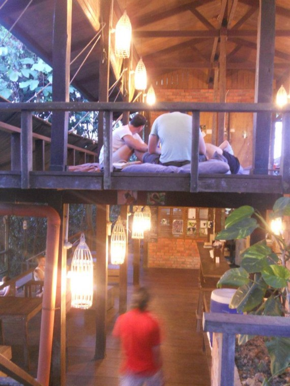 Day 69 -抵达Sepilok,Paganakan Dii resort。超级喜欢这间resort的设计风格~整间resort都是外国的背包客,柜台的人员还问我是不是台湾人。。。T~T 马来西亚人啊。。。我们还要睡多久啊?睡了那么多年也是时候起身了吧!